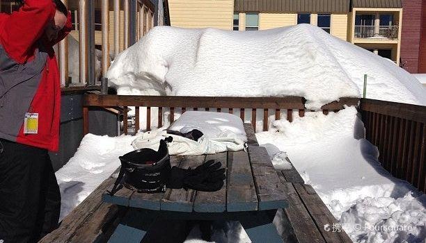 Snowshoe Sam's1
