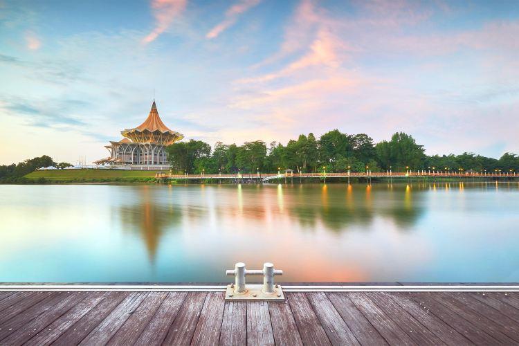 古晉河濱公園