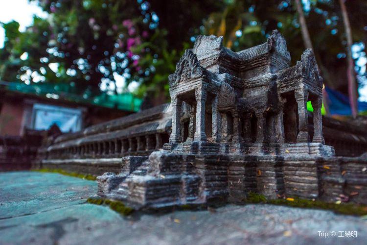 Miniature Replicas of Angkor's Temples3