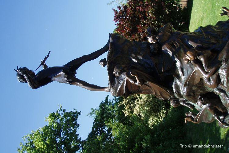 Peter Pan Statue2