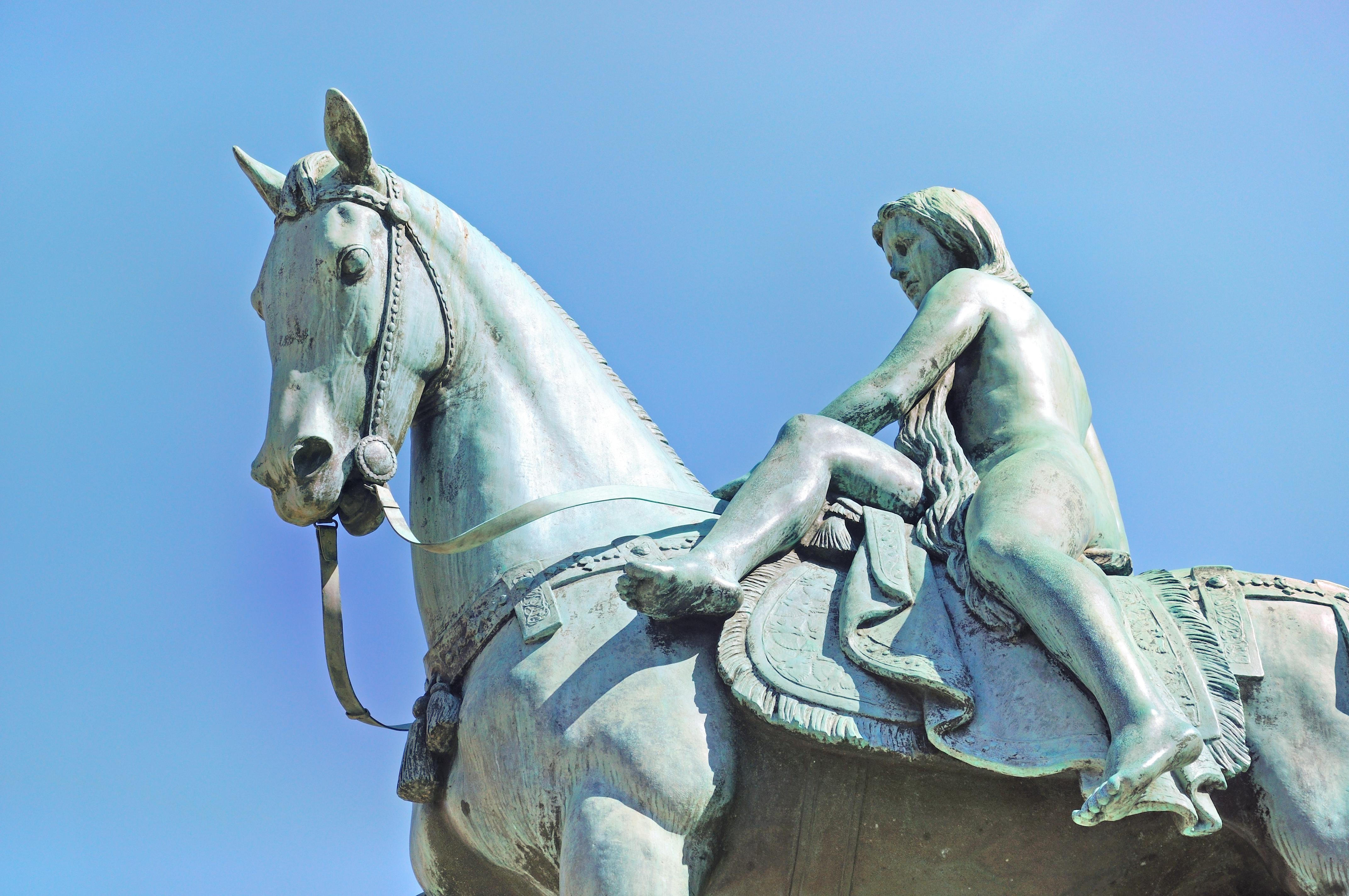 戈黛娃夫人雕像