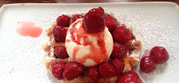 Maison Dandoy - Tea Room & Waffles2