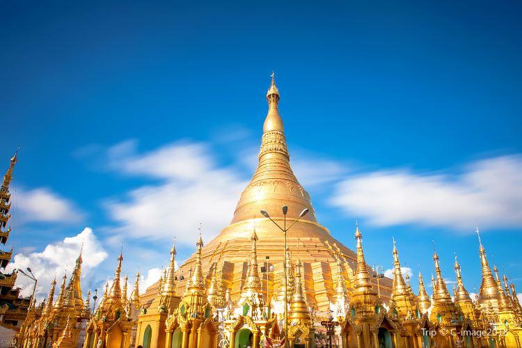 Shwedagon Pagoda1