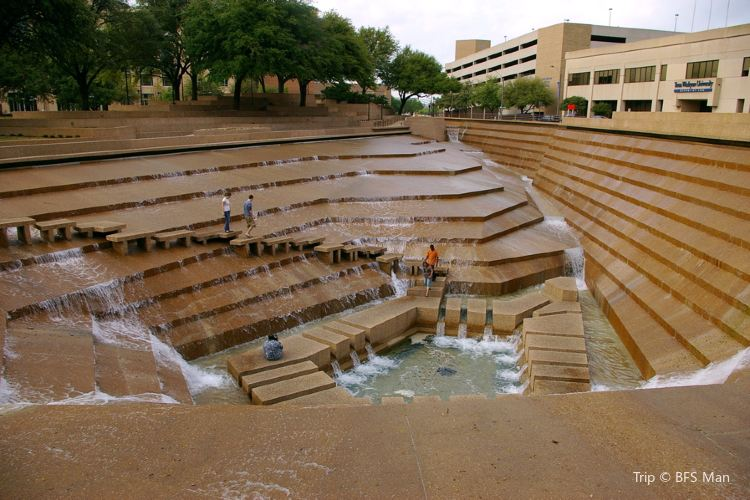 Fort Worth Water Gardens3