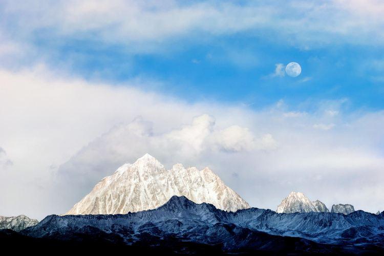Yalaxue Mountain