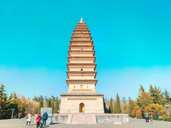 Baolun Pagoda