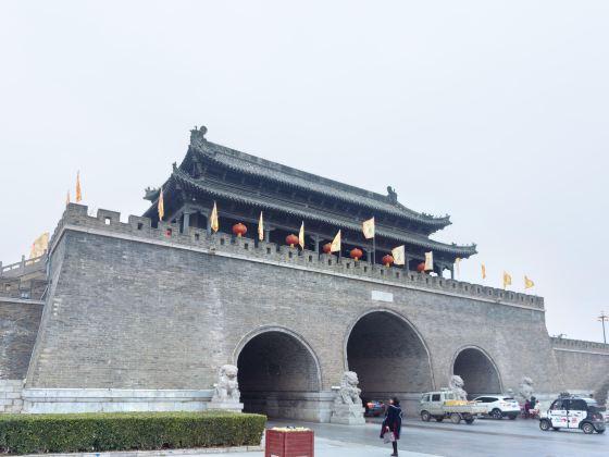 Tongfei Gate