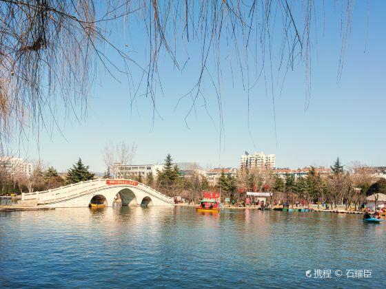 Guoguo Park