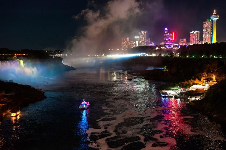 Hornblower Niagara Cruises4