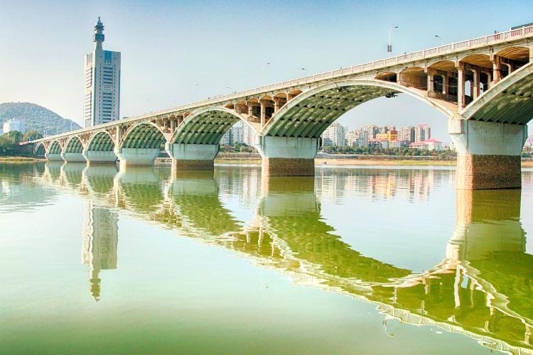 Ju-zi-zhou Bridge