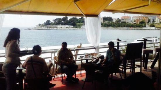 Fjaka Cocktail Lounge Bar
