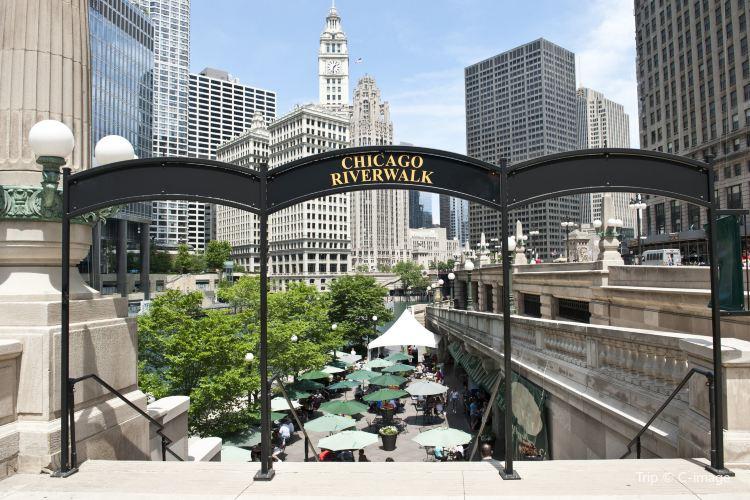 Chicago Riverwalk1