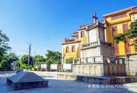 Aiguozhuyi Jiaoyu Square