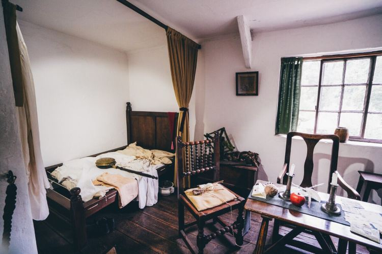 Cook's Cottage3