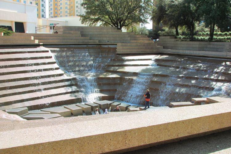 Fort Worth Water Gardens4