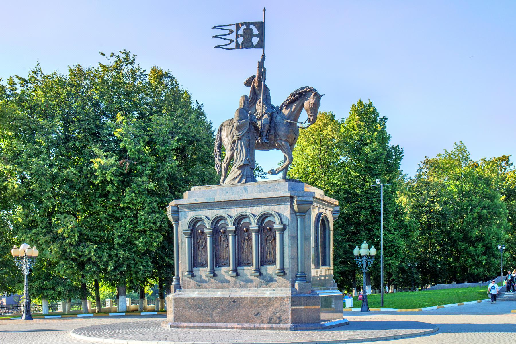 the monument of Vladimir Monomakh