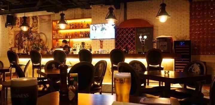 Black Bar & Grill2