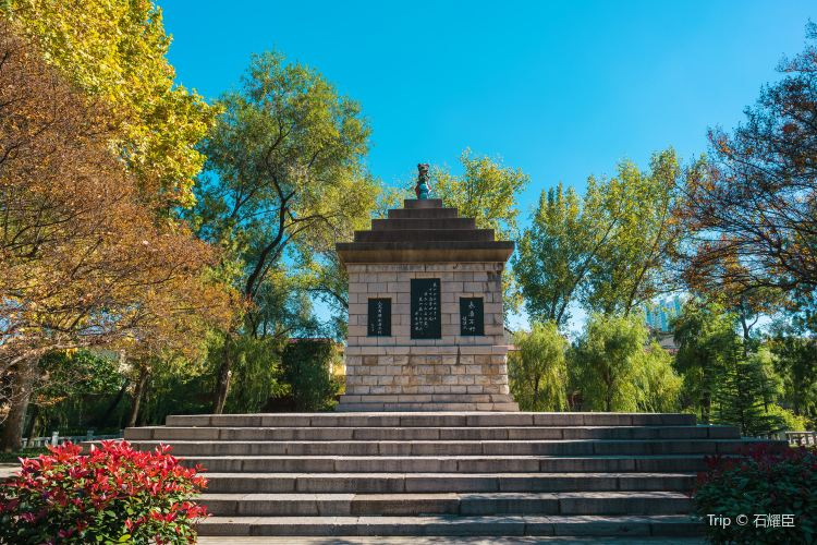Cemetery of the Revolutionary Martyrs of East China (South Gate)4