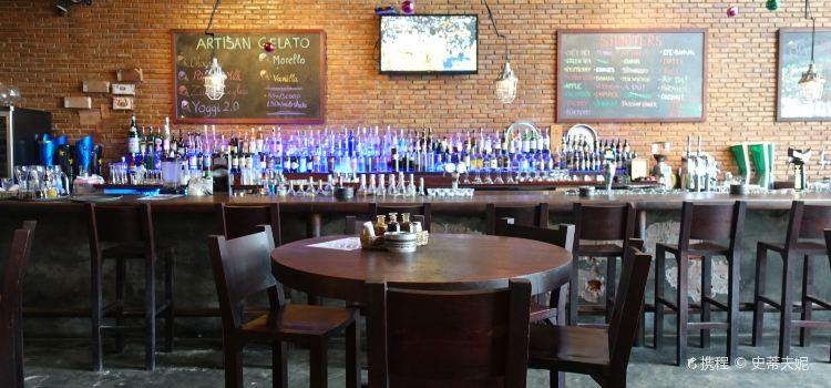 Luna Pub Danang1