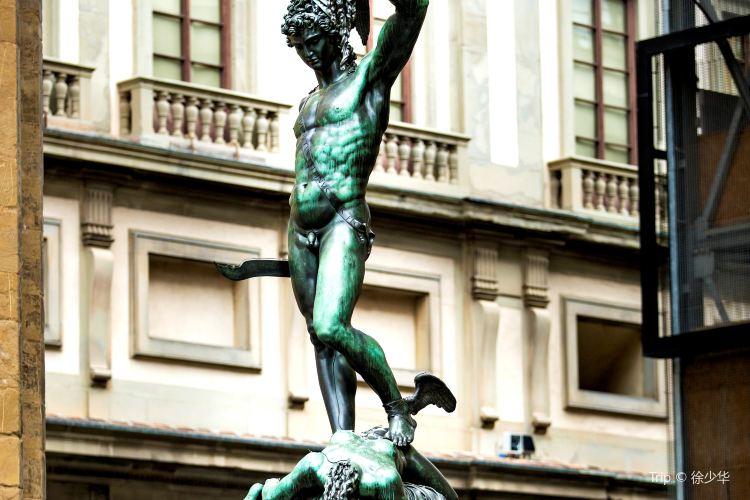 Perseus Statue4