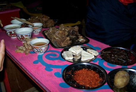 Jiuzhaigou Western Zhuoma Roast Sheep Party