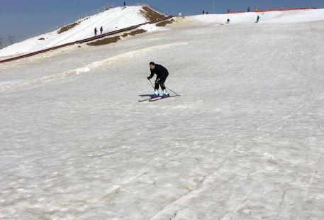 Sanshenggong Ski Field