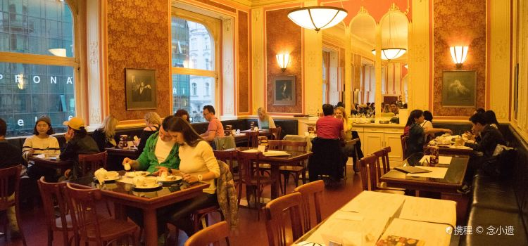 Cafe Louvre3