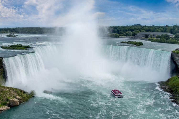 Hornblower Niagara Cruises1