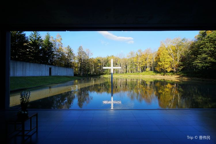 Chapel on the Water2