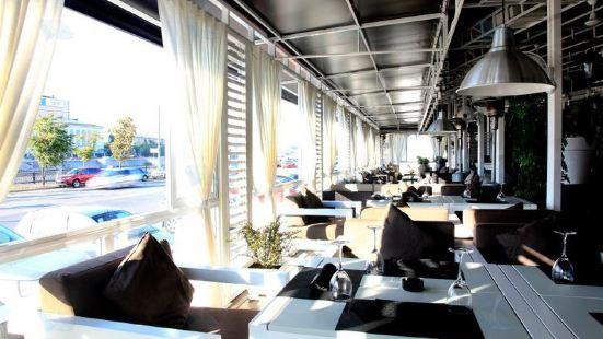 Maradona Riverside Restaurant
