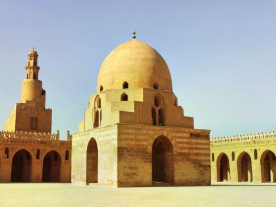イブン トゥルーン モスク
