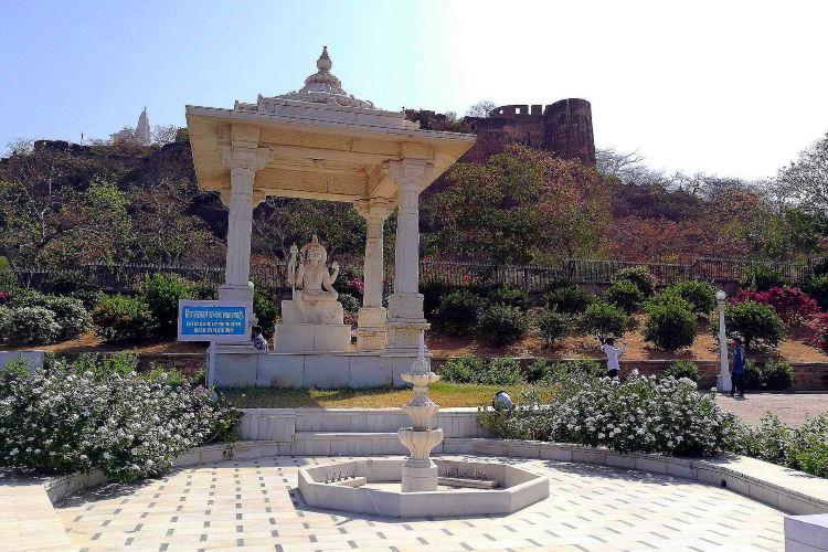 拉克施密-拿拉央那神廟