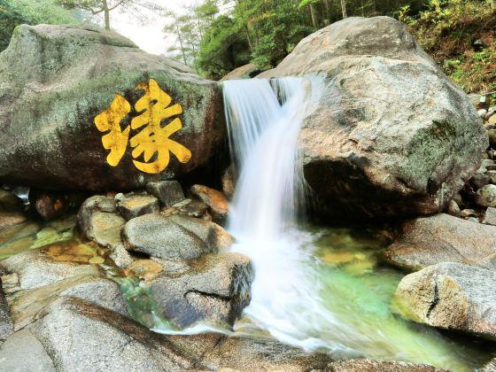 Huangshan Mountain Shimen Canyon