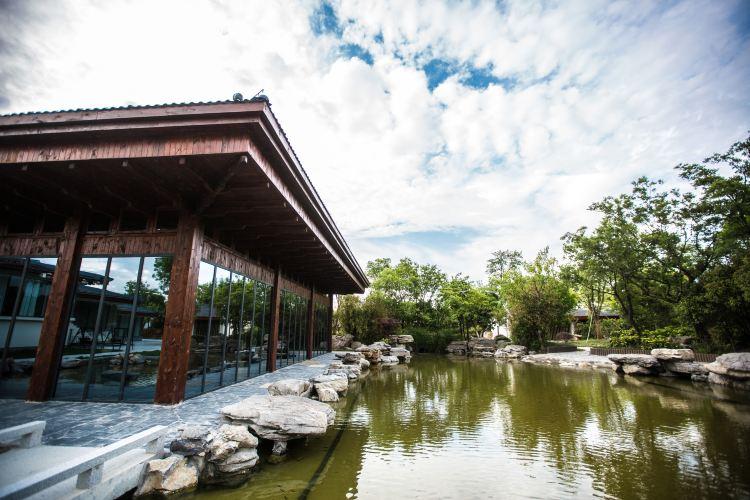 Slender West Lake Hot Spring Resort1