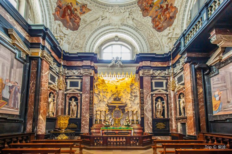 Vilnius Cathedral Basilica of Sts Stanislaus and Vladislaus4