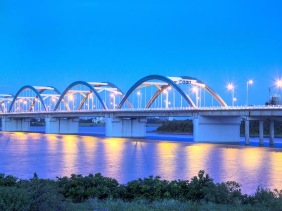 Qiongzhou Bridge