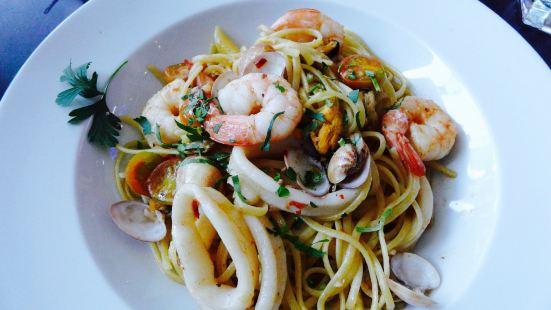 Carluccio's Deli & Dining