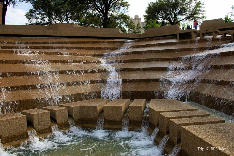 Fort Worth Water Gardens1