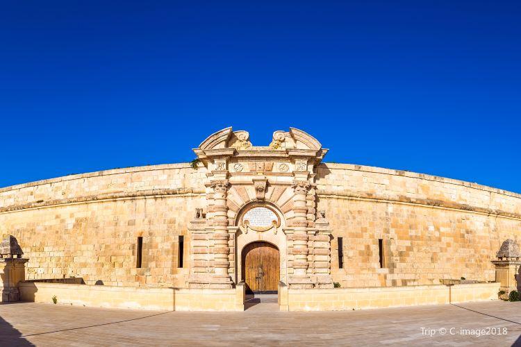 Fort Manoel1