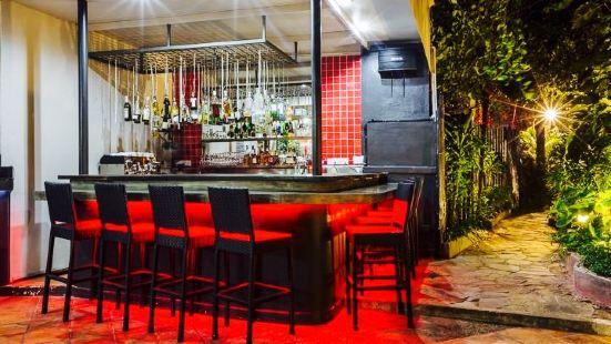 Luna Restaurant & Pizzeria