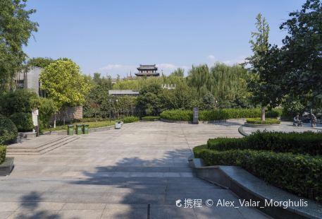 Huancheng Xiyuan Park (South Gate)