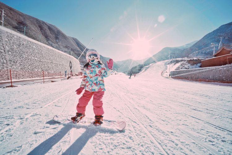 Phoenix Ridge Ski Resort at Baolong Mountain3