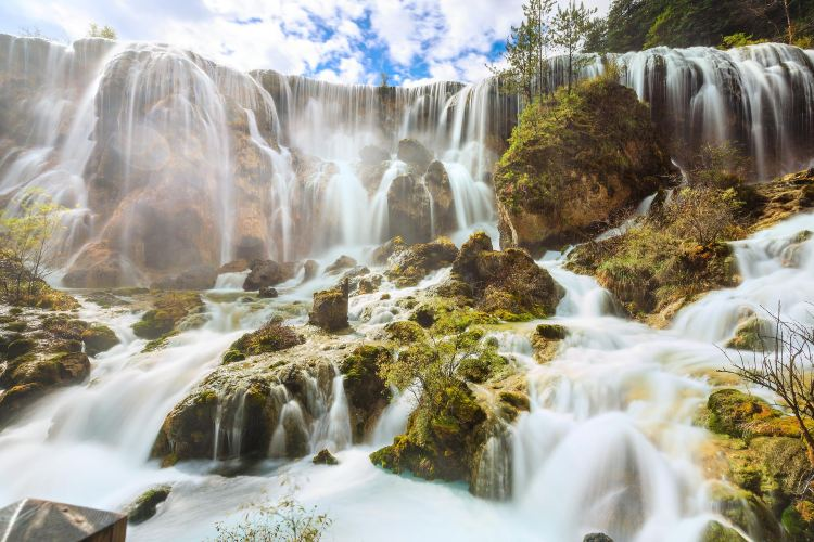 Zhenzhutan Waterfall