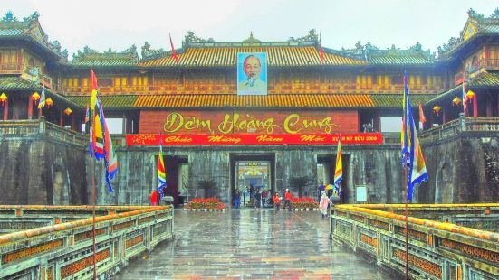 The noon gate
