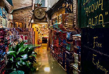 Acqua Alta Book Shop