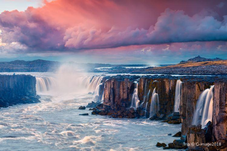 Selfoss Waterfall1