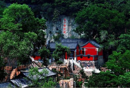 "Niuji'an Therapeutic Resort is located in Zichuan District's Kunlun Town. It is known as ""the village in the sky."""