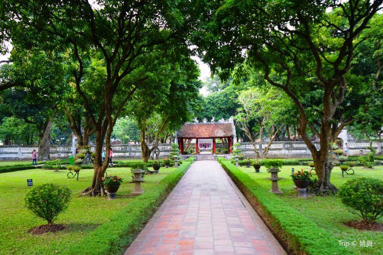 Temple of Literature2