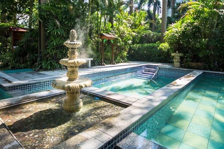 Julong Bay Hot Springs2