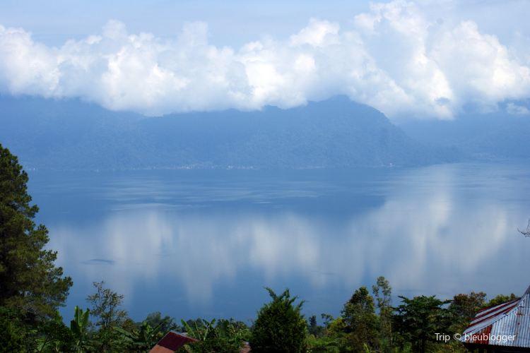 Lake Maninjau4